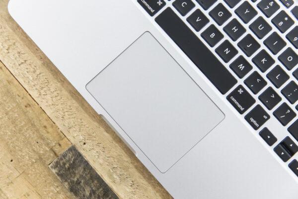 Tastatur og trackpad virker ikke på min MacBook Pro